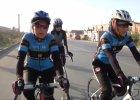 """""""Motocyklista celowo mnie uderzy�"""". Afga�skie cyklistki trenuj� mimo wyzwisk i gr�b [WIDEO]"""
