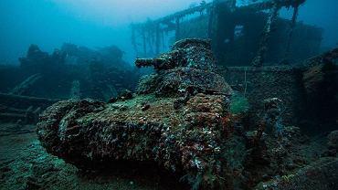 To największe na świecie cmentarzysko okrętów wojennych. Żeby je zobaczyć, trzeba głęboko zanurkować