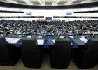 PiS lekceważy rezolucję europarlamentu. I próbuje odwrócić uwagę polityków od Polski