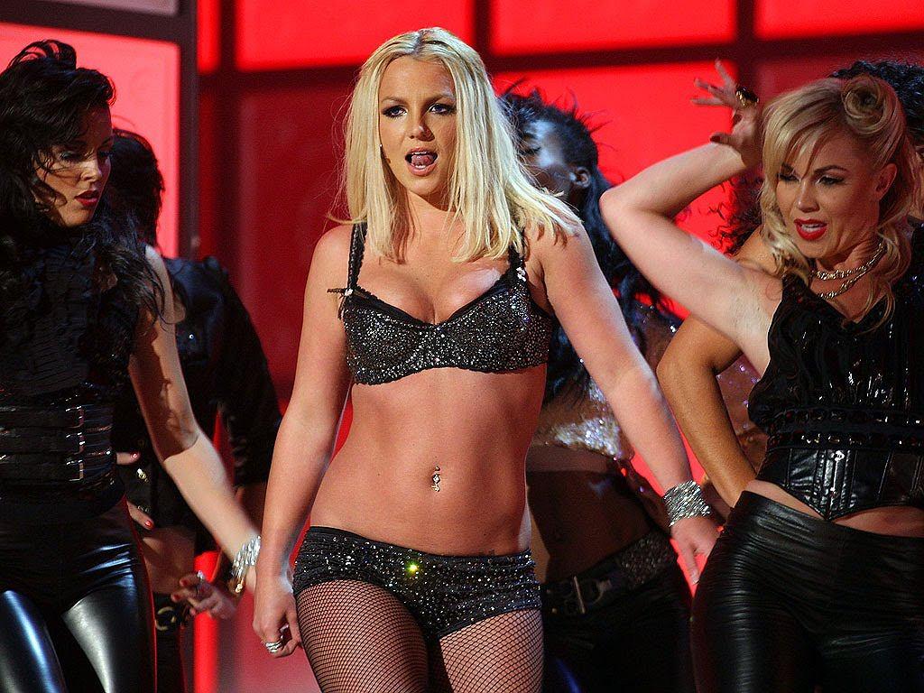 Britney Spears podczas owianego złą sławą występu na Video Music Awards 2007