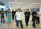 Kim Dzong Un z żoną oglądają nowe lotnisko w Korei Północnej. Lotów nie przybyło, ale budynek jest 6-krotnie większy od poprzedniego. I jaki nowoczesny!