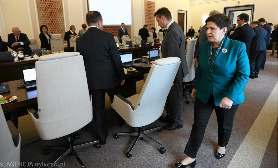 Beata Szydło w trakcie posiedzenia rządu