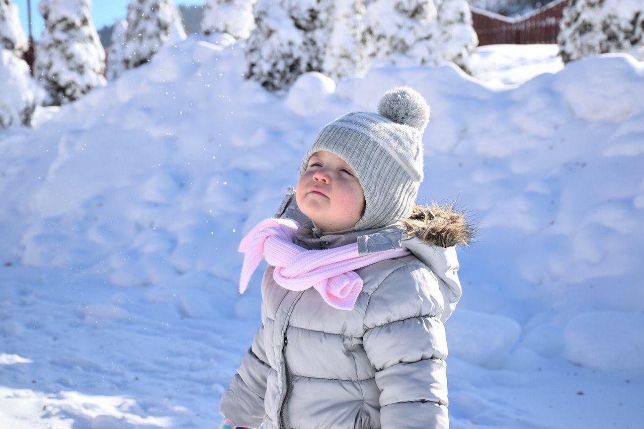 6d8cf1fed7 Zimowe kurtki i kombinezony dla dzieci - wybraliśmy propozycje dla dzieci w  różnym wieku I Dziecko