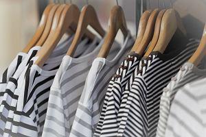 Porady stylistek: jak wyglądać dobrze w ubraniach w poziome paski?