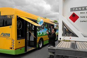 http://bi.gazeta.pl/im/d4/d4/d6/z14079188M,Prezentacja-ekologicznego-autobusu-na-gaz-firmy-Ga.jpg
