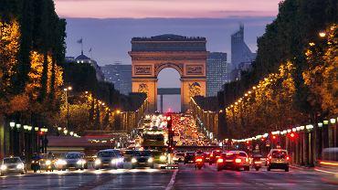 Łuk Triumfalny to jedna z największych atrakcji Paryża