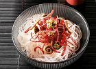 Makaron ry�owy z salami i sosem rybnym