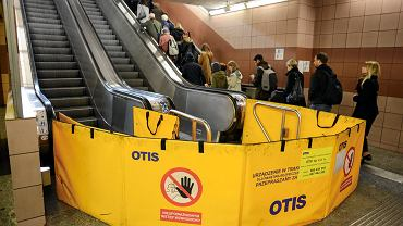 Awaria schodów ruchomych na stacji Metro Centrum w Warszawie