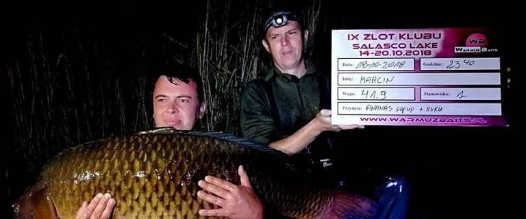 Największy karp złowiony przez Polaka w historii! 41,9 kg z łowiska Salasco Lake we Włoszech