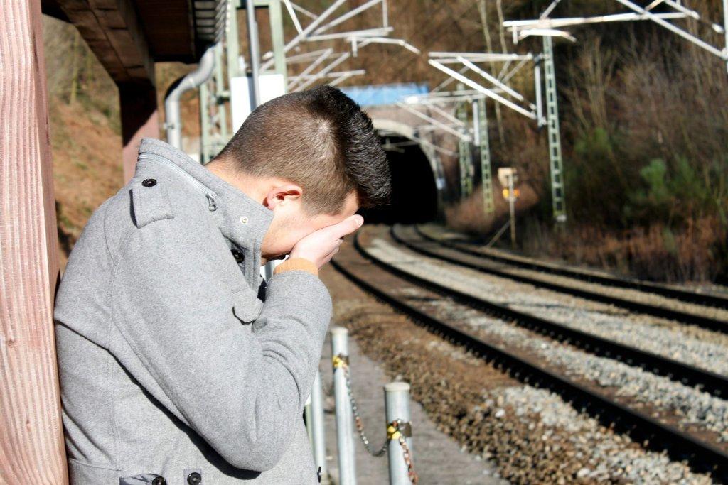 Depresja dotyka mężczyzn trzykrotnie częściej niż kobiety (fot. Pixabay.com)