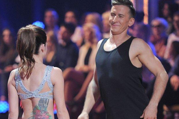 """Ewelina Lisowska w ostatnim odcinku """"Tańca z gwiazdami"""" zaprezentowała się w stroju, który uwidoczniłby każdy mankament sylwetki, ale piosenkarka nie musi się tym przejmować."""