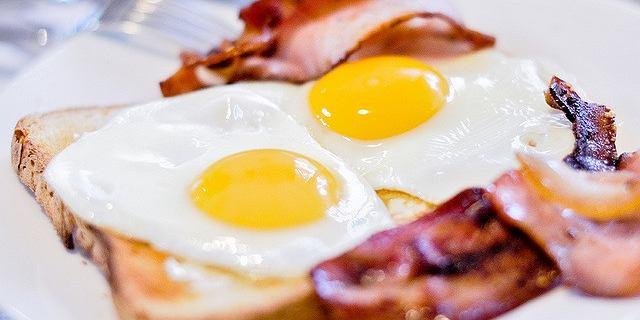 Śniadania białkowo-tłuszczowe. Wspomagają redukcję tkanki tłuszczowej [PRZEPISY]