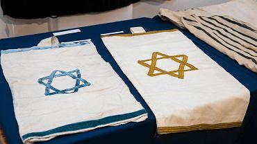 Dary przekazane Muzeum Górnośląskiemu w Bytomiu przez Gminę Wyznaniową Żydowską w Katowicach.