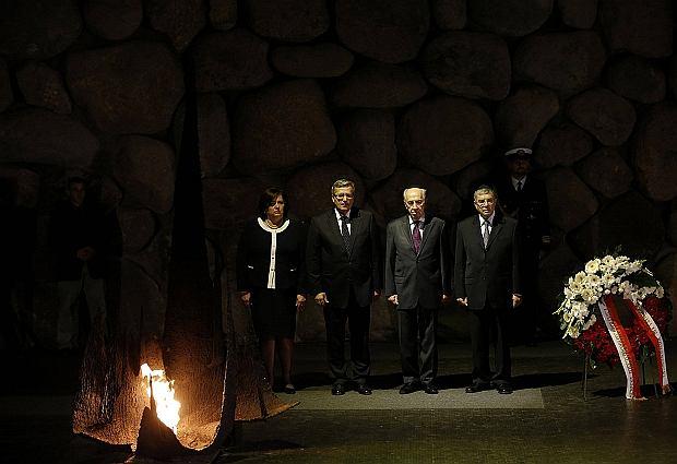 b3607f08e1421 Prezydent Bronisław Komorowski z żoną Anną Komorowską w Instytucie Pamięci  Męczenników i Bohaterów Holocaustu Jad Waszem