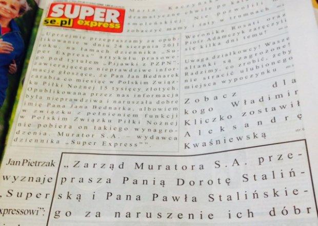 """Tak """"przeprasza"""" Super Express na pierwszej stronie. Zakryte reklamą, rozstrzelone litery i pomieszane teksty"""