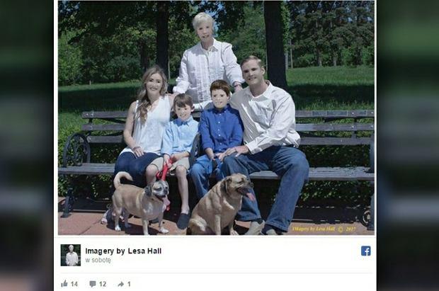 Pamiatkowe zdjęcie rodzinne |