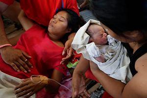 Urodzi�a c�rk� w czasie tajfunu na Filipinach. Dziecko dosta�o imi� po babci, kt�ra zagin�a w katastrofie