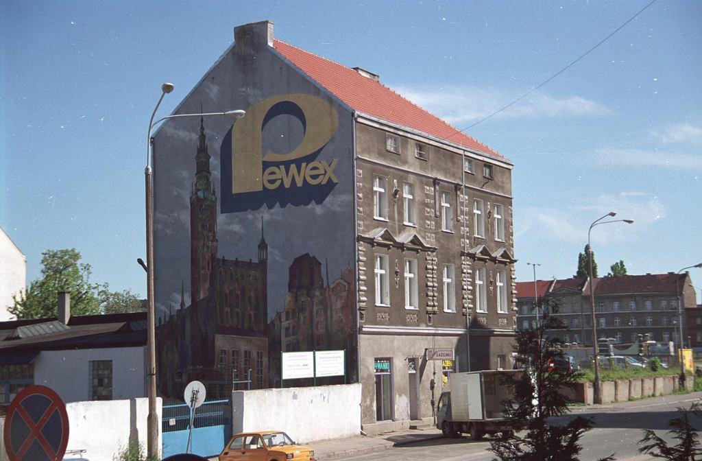 Reklama Pewexu na ścianie jednego z gdańskich budynków (fot. Roman Jocher / Agencja Gazeta)