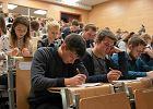 """Uczniowie zawodówek będą telemarketerami? MEN zapewnia: nie stworzymy klas """"call center"""""""