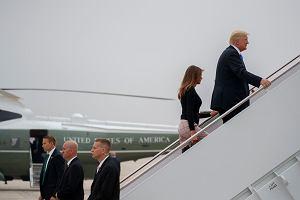 Prezydent Donald Trump wraz z małżonką Melania Trump wchodzi na pokład Air Force One. Po ośmiu godzinach lotu z Bazy Andrews wylądują na Okęciu w Warszawie