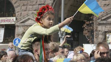 W Kijowie, w atmosferze święta dorośli i dzieci dumnie prezentowali barwy narodowe Ukrainy.
