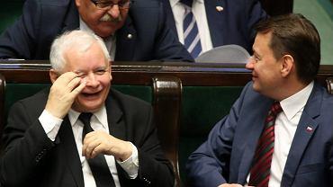 Jarosław Kaczyński, Mariusz Błaszczak. Z tyłu Leonard Krasulski