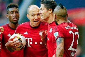 Bundesliga. Bayern pokona� Stuttgart. Bramka Lewandowskiego