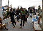 Miasto Dael. Ludzie ratują rannych w bombardowaniach przypisywanych Rosji