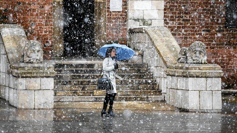 Śnieg na Rynku Głównym w Krakowie