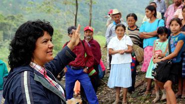 Berta Cáceres podczas obrony ziemi w Rio Blanco z działaczami COPINH i miejscową ludnością