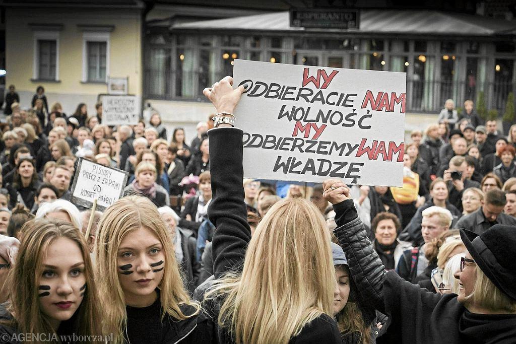 Czarny protest w Białymstoku (fot. Marcin Onufryjuk/AG)