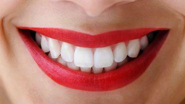 Jeśli chcesz mieć śnieżnobiałe zęby, uważaj na te produkty