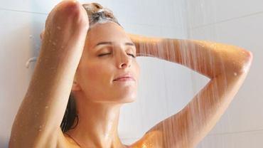 Podczas miesiączki prysznic to nie tylko sposób na utrzymanie higienicznego komfortu, ale także metoda łagodzenia dolegliwości