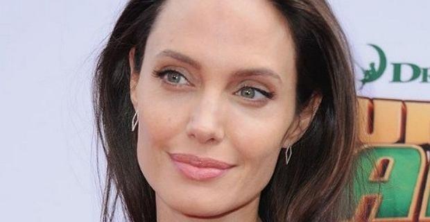 Angelina Jolie jest blondynką! W tych włosach straciła cały seksapil