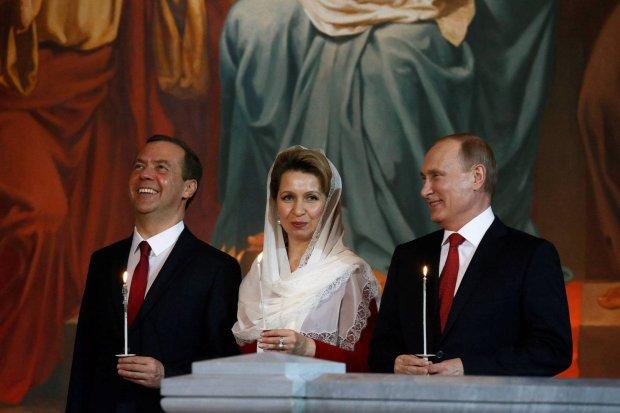 Wielkanoc prawosławnych. Tłumy w cerkwiach. Miedwiediew i Putin razem na nabożeństwie