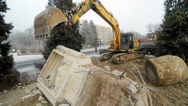 Rozbiórka Pomnika Wdzięczności i Braterstwa Armii Radzieckiej i Wojska Polskiego w Ciechocinku