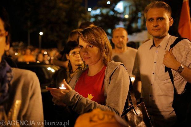 Zdjęcie numer 75 w galerii - Tłumy przed Sądem Okręgowym w Łodzi. Kolejny dzień protestów przeciwko zmianom PiS w sądownictwie [ZDJĘCIA]