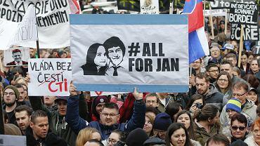Mieszkańcy Bratysławy po kilku dniach protestów świętują rezygnację premiera Roberta Ficy i jego rządu -16 marca 2018 r.
