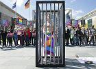 Prześladowania gejów w Czeczenii. Od lat są stałym obiektem szantażu. W kraju Kadyrowa gej jest nikim