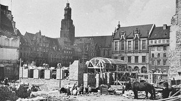 Odbudowa południowej pierzei Rynku. 1953 rok