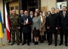 Prezent od Ukrainy z okazji Święta Niepodległości. Dyplomaci śpiewają nasz hymn