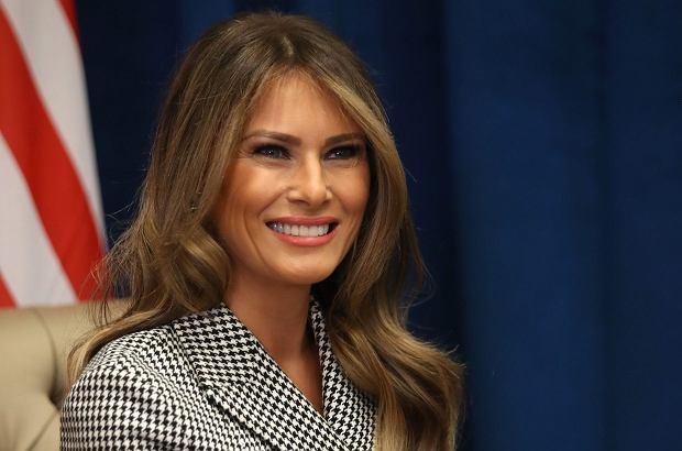 Melania Trump pierwszy raz wyruszyła sama reprezentować swój kraj. Bez męża u boku poradziła sobie całkiem dobrze.