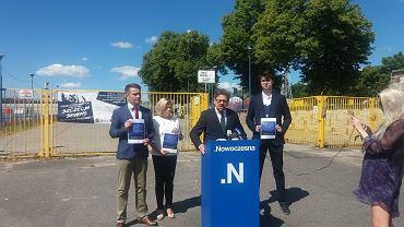 Konferencja prasowa Nowoczesnej w sprawie budowy stadionu ( w środku Piotr Misiło)