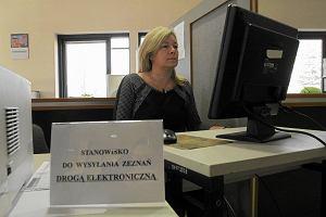 e-Deklaracje czy tradycyjny formularz? Jak wys�a� PIT-a fiskusowi