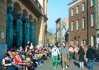 Coraz wi�cej miast uczestniczy w wielkim eksperymencie: Zap�ac� 900 euro miesi�cznie wszystkim potrzebuj�cym
