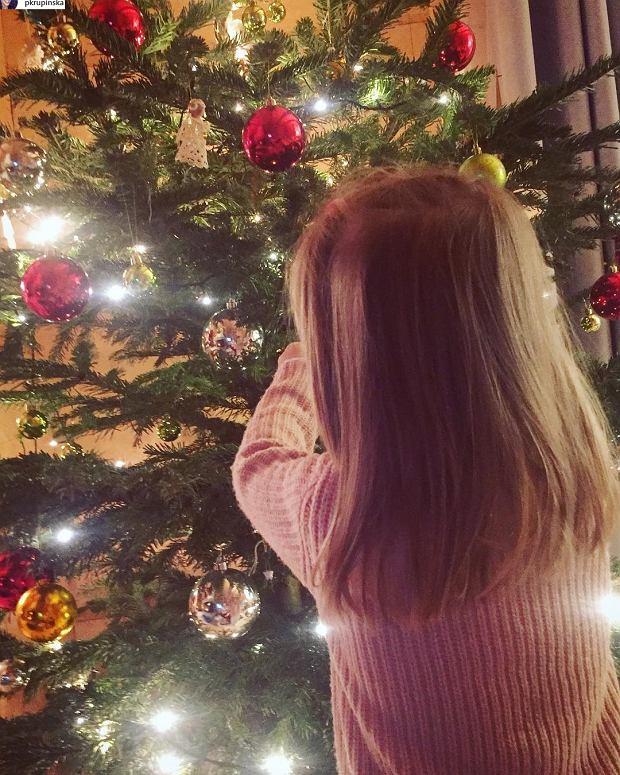 Zdjęcie numer 2 w galerii - Krupińska pokazała córeczkę. Internautki zwracają uwagę na jedno. Spójrzcie na jej włosy