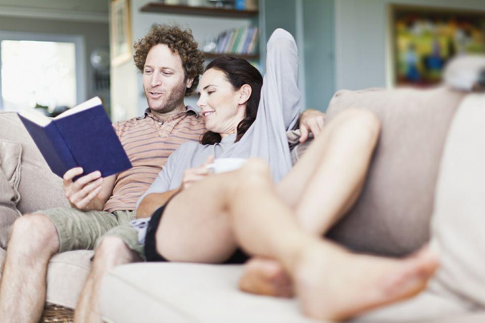 Czytanie na g�os wspomaga pami��, �wiczy uk�ad oddechowy, a nawet wyg�adza zmarszczki