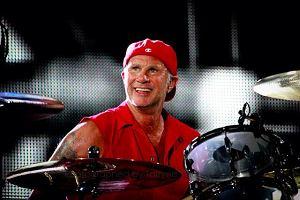 """Futurystyczny duet Knower z Los Angeles zagra jako support Red Hot Chili Peppers 25 lipca w Krakowie. Jak twierdzi """"LA Weekly"""", zespół rozciąga granice pomiędzy jazzem, funkiem i rozsądkiem."""
