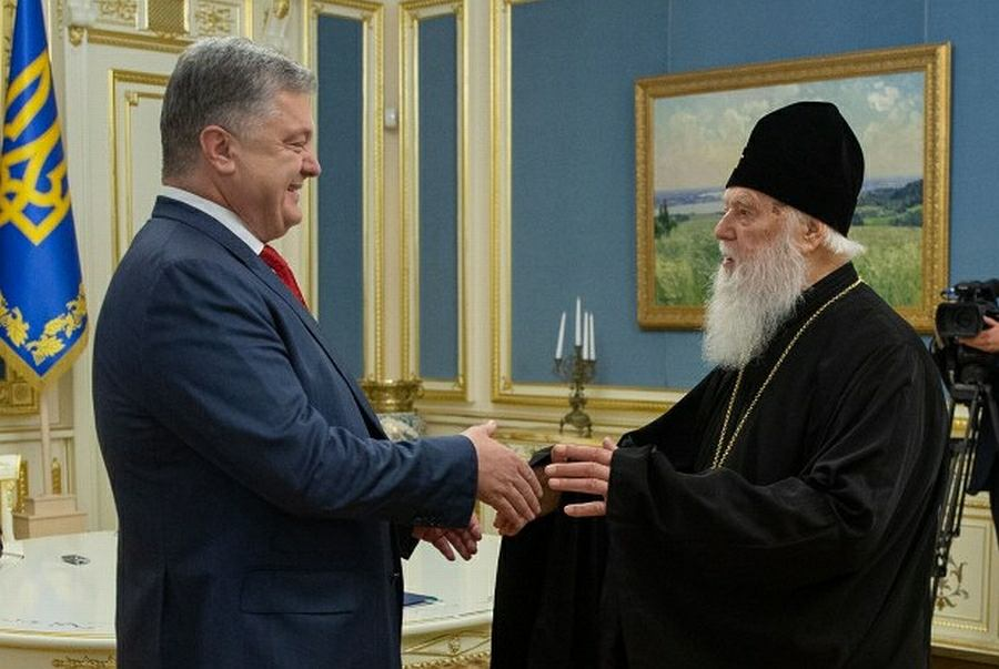 Od lewej: Prezydent Ukrainy Petro Poroszenko i Filaret, zwierzchnik Ukraińskiego Kościoła Prawosławnego Patriarchatu Kijowskiego