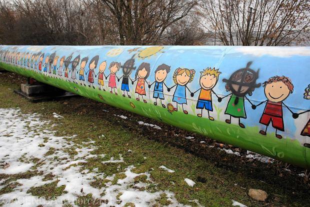 Multikulturalny mural zamazany rasistowskimi bazgro ami for Mural ursynow